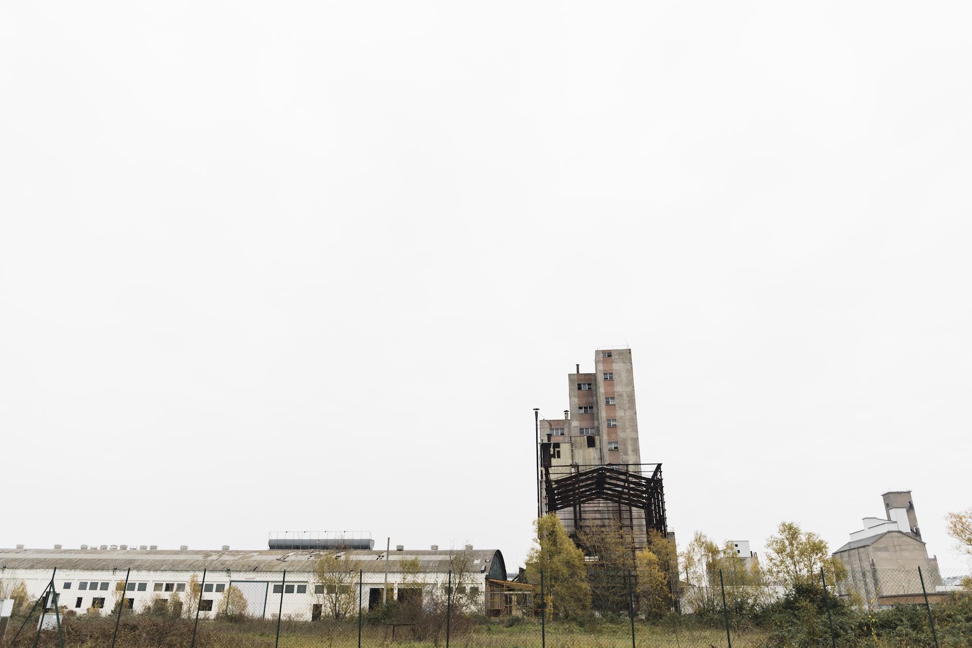 Quando a Marghera si è rischiata una strage chimica - Motherboard Testo di Marco De Vidi Foto di Camilla Martini / LeStraniere Photojournalist Photographer